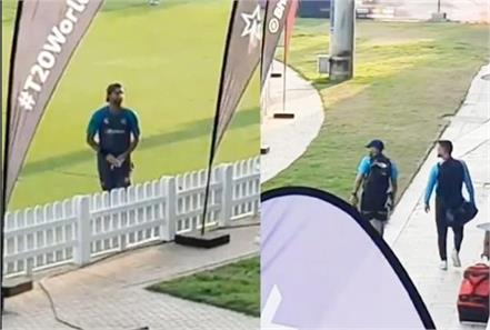pakistani player shahnawaz dahani was seen talking to ms dhoni