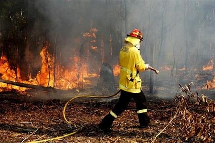 wildfires continue in canada two australian states will send firefighters