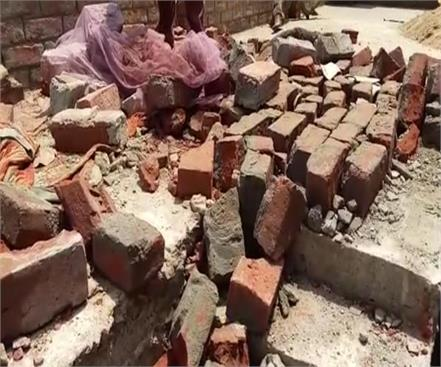 two women have died due to wall collapse in moradabad innocent injured