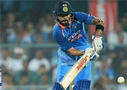 kohli make 2000 international runs 5th time in his career