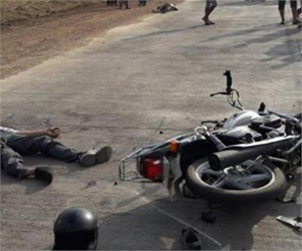 road accident in pilibhit painful death on the spot of 4 youths