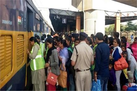 heavy crowd in trains for chhath festival