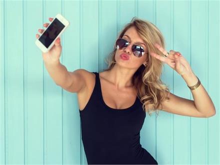 effect of selfies on self esteem and social sensitivity