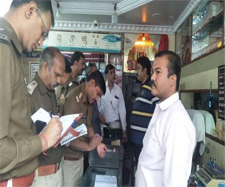 ghaziabad jewelery shop robbed of two crore rupees