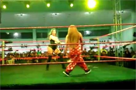 rakhi sawant injured in great khali cwc