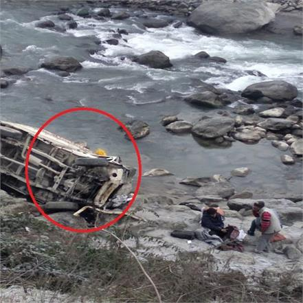 jeep killed by crashing along side beas river