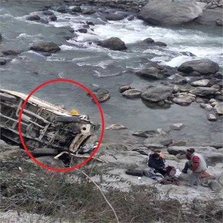 jeep killed by crashing along side beas river
