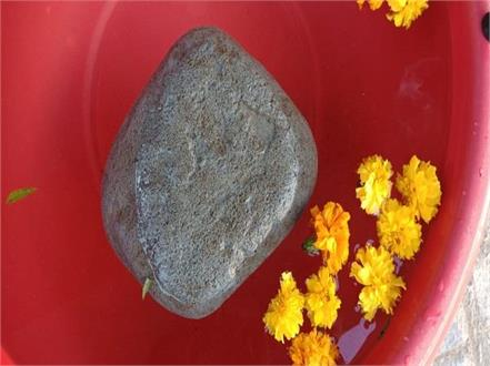 how 2kg stone is on floating water