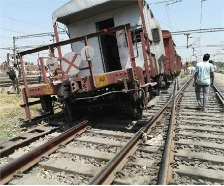 4 bogies of goods train derailed in shahjahanpur a big accident
