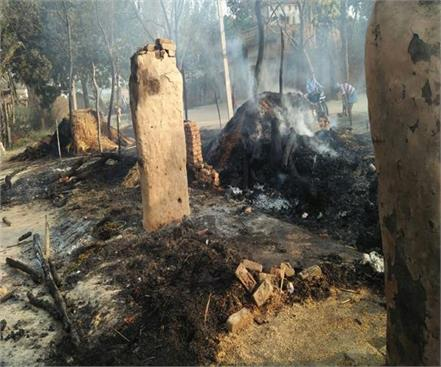 fire at sultanpur more than 24 burnt houses many cattle deaths