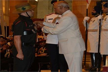 president honors soldiers for kirti and shaurya chakra