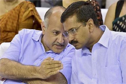 manish sisodia takes charge of attack on center kejriwal moves back
