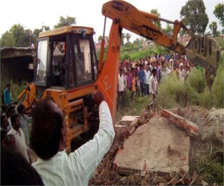shahjahanpur landlord under construction buried in rubble dies of mistry
