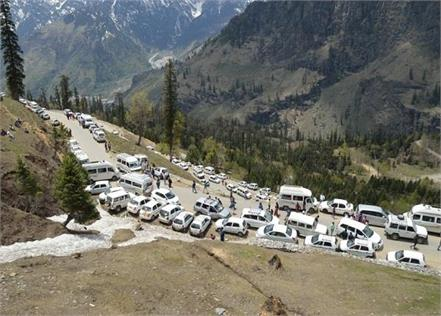 gulaba barrier made headache for rohtang valley vehicle