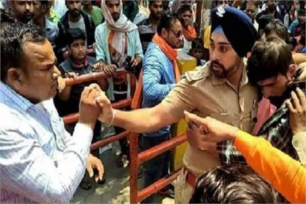 sikh save the muslim youth