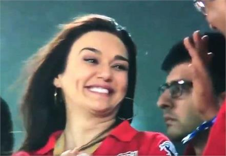 preity zinta happy to see mumbai is out from playoff video viral