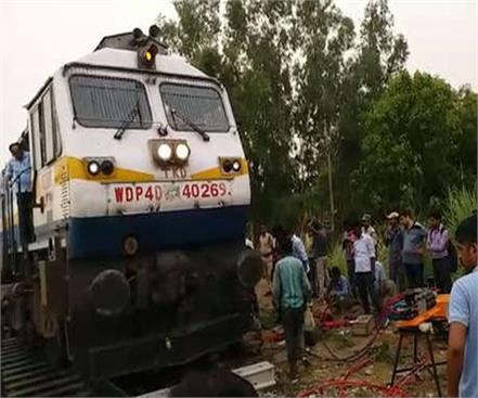 engineer of jammu tavi express derailed in ambedkar nagar