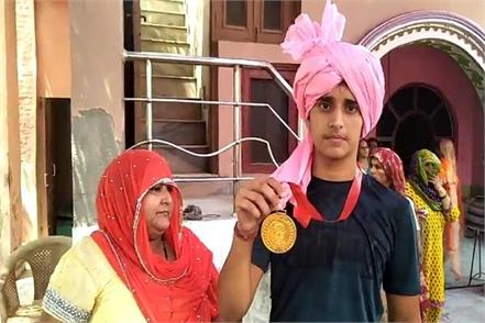 vishwajeet chauhan of small village hari phali won gold at badminton
