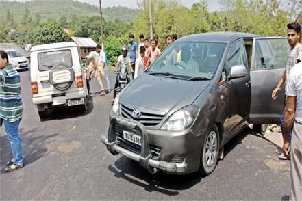 fierce collision in 2 cars avoided big casualty