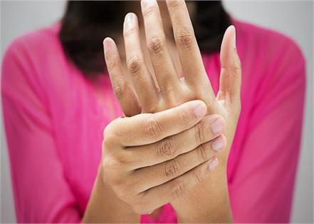 know why women are at risk of rheumatoid arthritis more