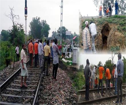 mathura kasganj rail track dirt in the rain a big accident