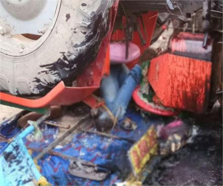 amroha mini trucks hit hard after tractor collision 3 dead including driver
