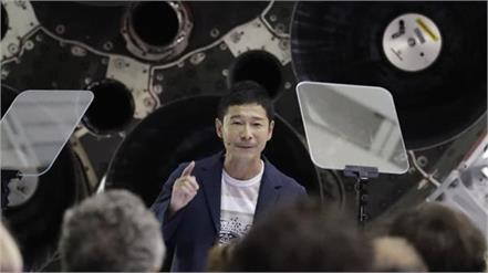 spacex will send japanese billionaire yusaku maezawa