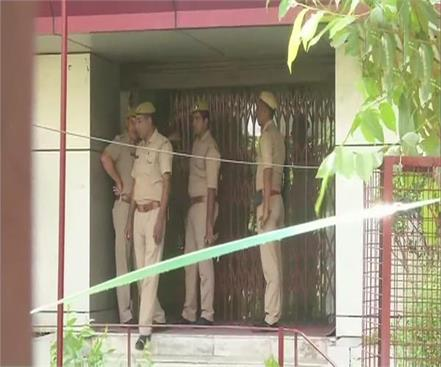 noida sector 1 pnb tried to rob ruthless killing of 2 guards