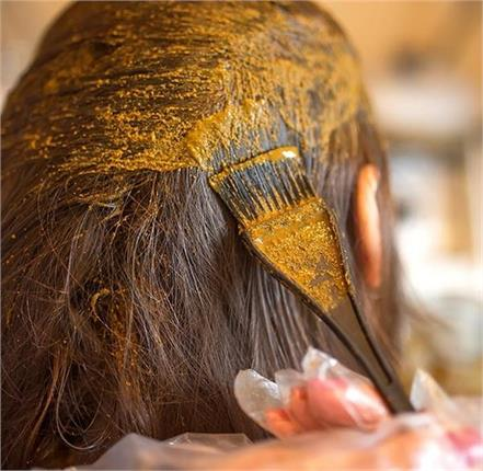 mix these 4 things in mehndi hair will not become white