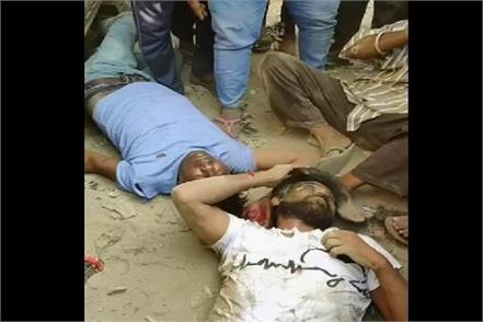 miscreants fleeing after robbing truck beaten public