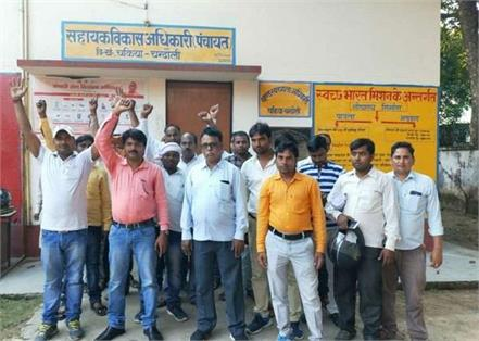 uproar of youth entering sdo panchayat office tearing government records
