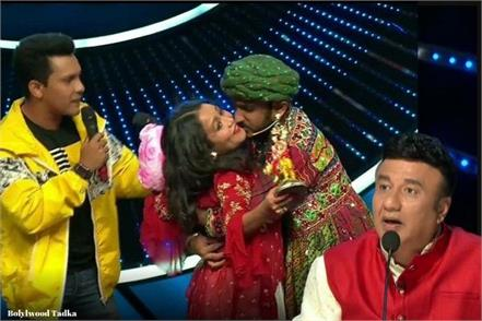 tv news a contestant kiss on neha kakkar cheek in indian idol show