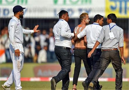 kohli fan entered the ground between the live matches