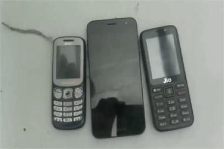three mobile phone 2 chargers recovered in bhondsi jail
