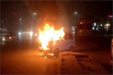 gurgaon a fire broke out in a car parked outside the petrol pump