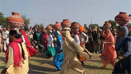 tourists were surprised to see amazing matka race