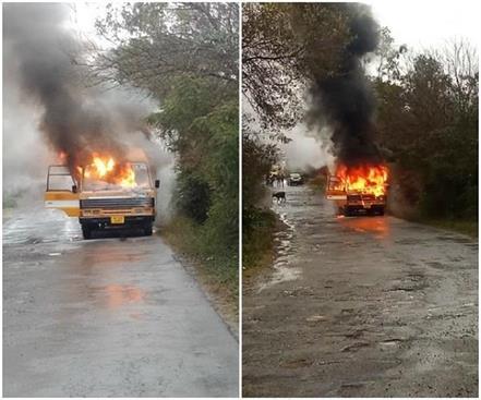 kangra a sudden fire in the bus of arani university