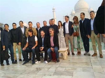 argentina president mauricio macri went to taj with wife