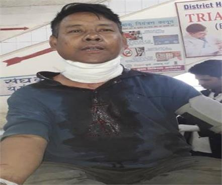 going to the toilet of the police station nepali young man threw neck from blade