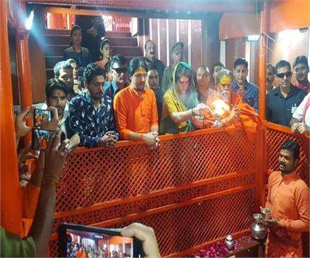 lawyers to dm priyanka should not be allowed to enter kashi vishwanath temple