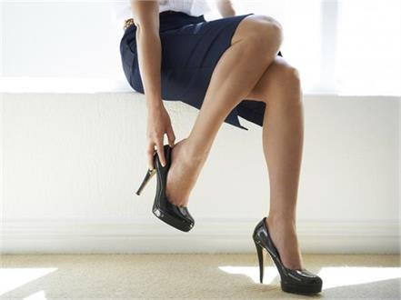 kutoo japanese women revolt against high heels at the workplace