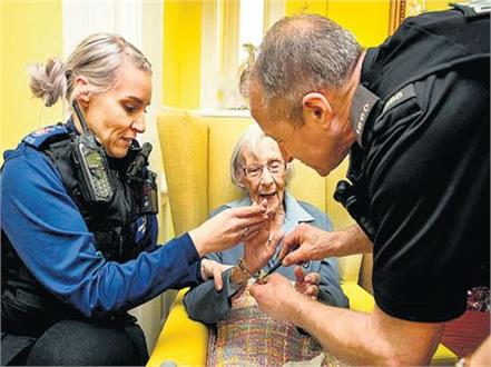 104 years old woman get arrested in england