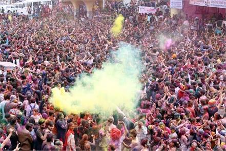 holi celebrated with god in small kashi