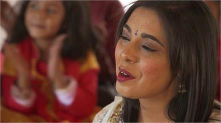 south african singer a hit with hanuman chalisa in six variations