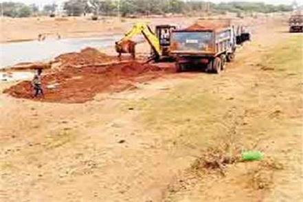 terror of sand mafia in mp attack on tehsildar and police team to take action