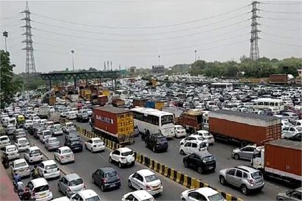 many kilometer long jam on gururgram expressway disturbing driver