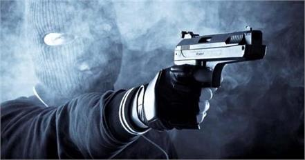 youth murder on protest against loot
