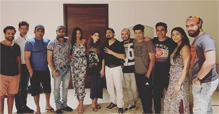 kapil sharma and other stars attends singer mika singh house party