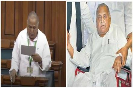 mulayam in the lok sabha on wheel chair