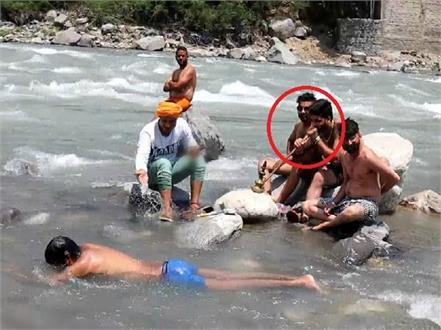 kullu in in the middle river make drunker